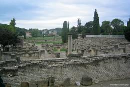 Ruinen der römischen Stadt Vasio Vocontiorum im Zentrum des heutigen Vaison-la-Romaine