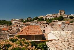 Blick über die Dächer von Valensole