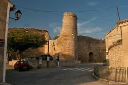 Alte Mauern in Venasque